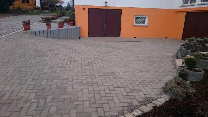 Einfahrtsbereich-gestaltet-in-Neuensorga