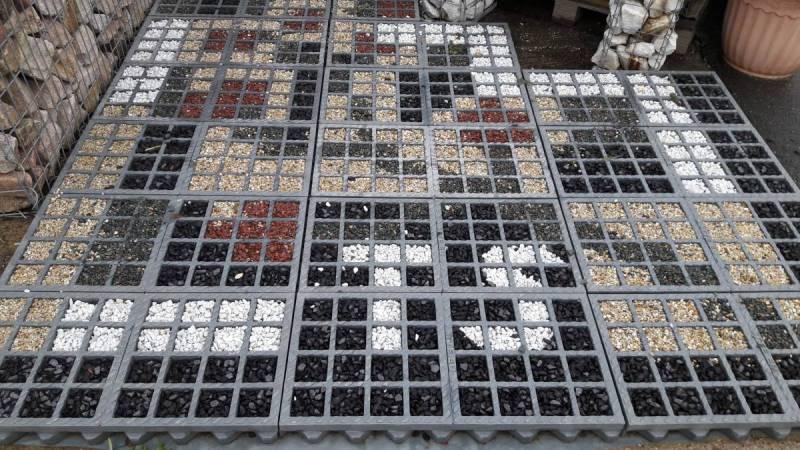 Muster-Rasengittersteine